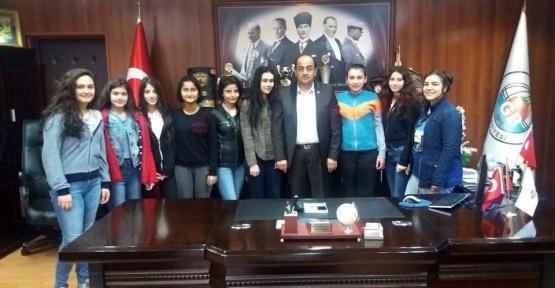 Gülüçlü genç kızlar Başkan Demirtaş'a teşekküre geldi