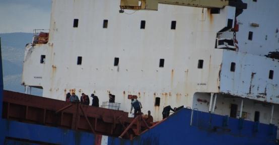 Hacizli gemiden denize yakıt sızıntısı