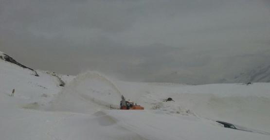 Hakkari'de 3 köy ile 13 mezra yolu ulaşıma kapandı