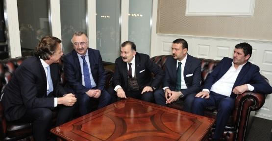 Hollanda Dışişleri Bakanı Koenders'den Türk şirketine ziyaret