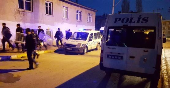 İki aile kavga etmesin diye 50'e yakın polis sabaha kadar nöbet tuttu