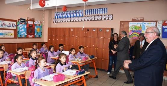 İlkokul öğrencisi davet etti, Başkan ayağına gitti