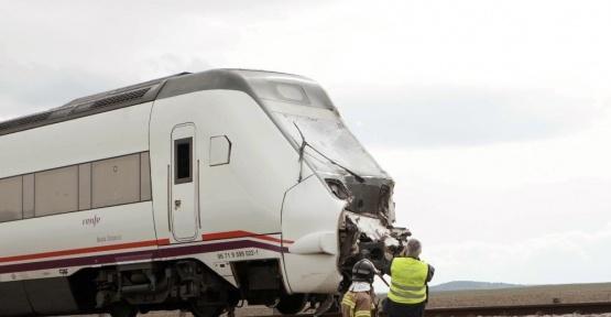 İspanya'da kamyon yolcu trenine çarptı