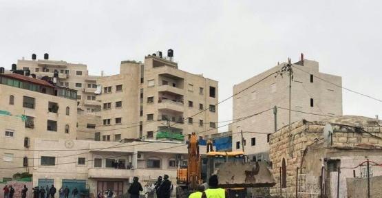 İsrail Kudüs'te ev yıktı, 12 Filistinliyi tutukladı
