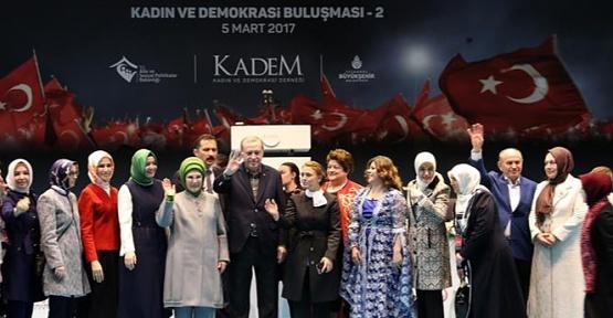"""İstanbul'da """"Kadın ve Demokrasi Buluşması"""" Gerçekleştirildi"""
