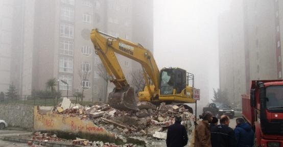 İzmit Belediyesi, kaçak yapıları yıkıyor