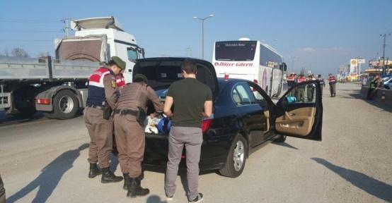 Jandarma ekipleri araçları didik didik aradı