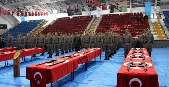 Jandarmada duygulandıran yemin töreni