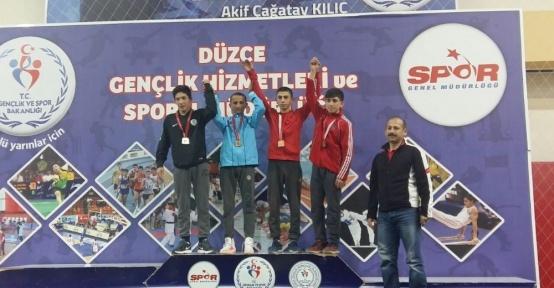 Kağıtsporlu güreşçiler Türkiye Şampiyonasına katılmaya hak kazandı
