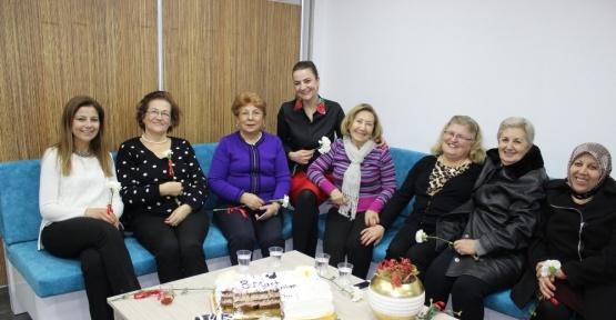 Kalp kontrolüne gelen kadınlara sürpriz kutlama