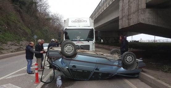 Kamyonla otomobilin çarpıştığı kaza ucuz atlatıldı