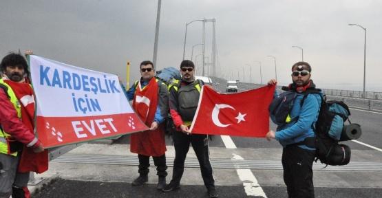 Kardeşliğe 'Evet' için Osmangazi Köprüsünden yürüyerek geçtiler