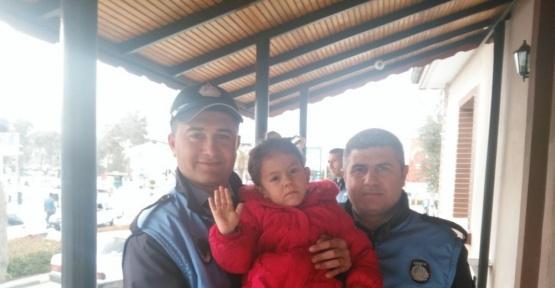 Kayıp kızı Alaşehir Zabıtası buldu