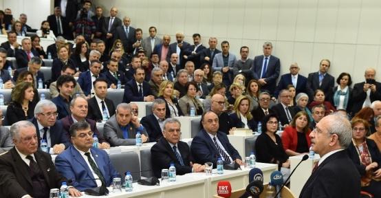 Kılıçdaroğlu, beraat eden Başkan Kocaoğlu'nu ziyaret etti