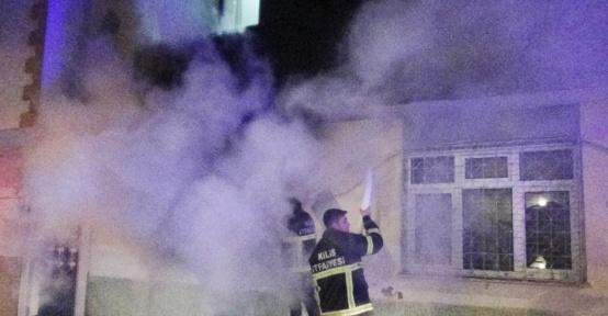 Kilis'te yangında dumandan etkilenen 5 kişi hastaneye kaldırıldı