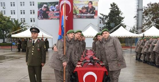 Kısa dönem yükümlülerinin yemin töreni Vali Mahmut Demirtaş'ın da katılımıyla gerçekleştirildi