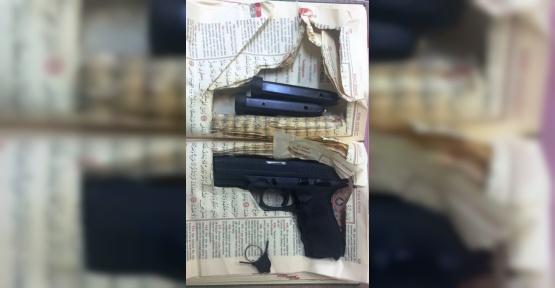 Kuşadası'nda Kur'an-ı Kerim içerisinde saklanmış silah bulundu