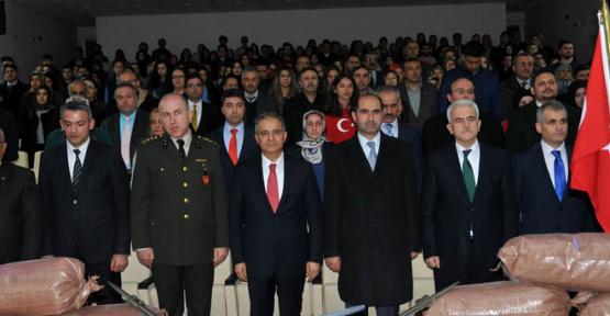 Karaman'da Anadolu Lisesi 18 mart anma programı düzenledi