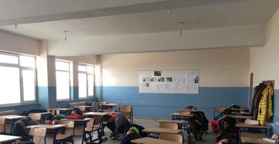 Lisede deprem tatbikatı
