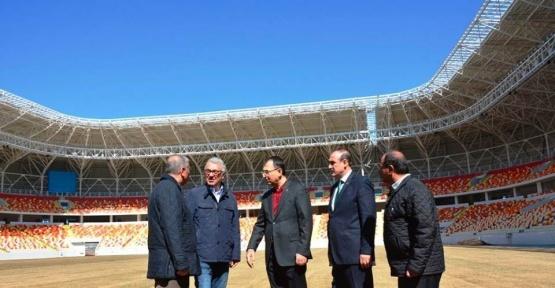 Malatya Stadyumu'nun çimleri bakıma alındı