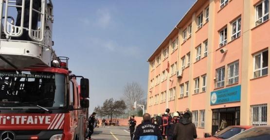 Maltepe'de ortaokulda korkutan yangın