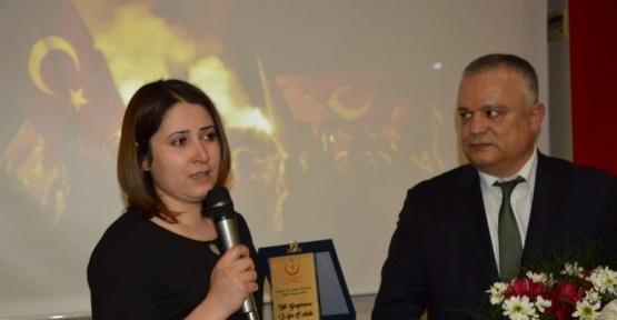 Manisa'da 3 doktora yılın hekimi ödülü