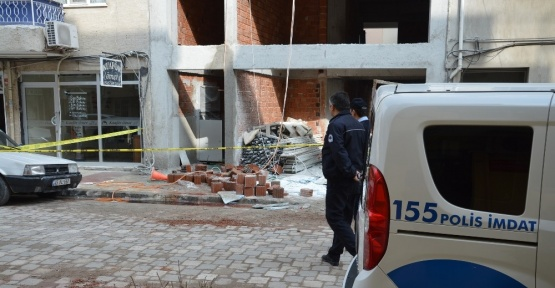 Manisa'da inşaattan düşen işçi ağır yaralandı
