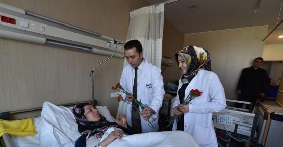 Mersin Şehir Hastanesi yönetiminden Kadınlar Günü etkinliği