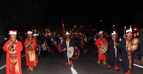 Mersin'de mehterli, fener alaylı zafer yürüyüşü