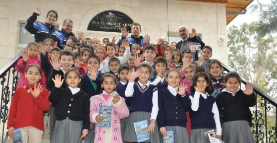 Mersin'de öğrenciler güvenli internet konusunda bilgilendirildi