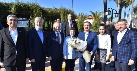 Milli Eğitim Bakanı Yılmaz, Mersin Valisi Çakacak'ı ziyaret etti