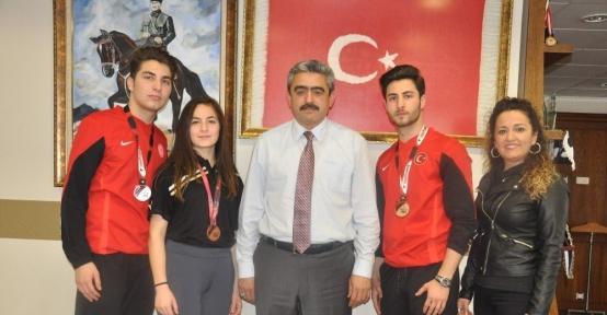 Milli sporcu Gezgin kardeşler Başkan Alıcık'dan destek istedi