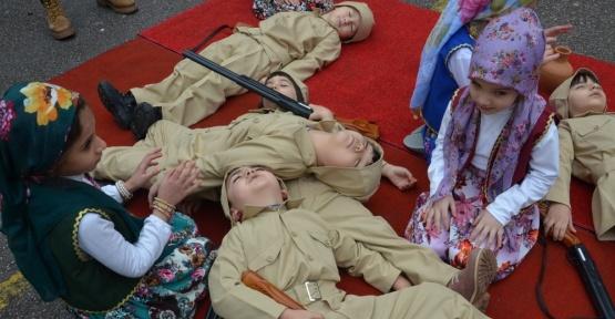 Miniklerden Çanakkale Savaşı gösterisi