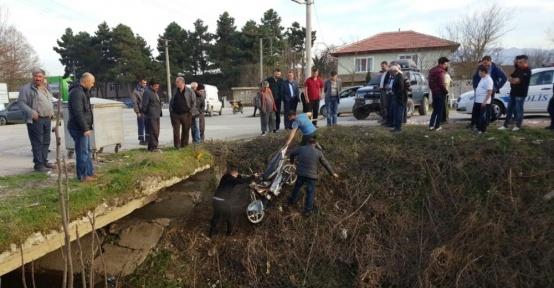 Motosikleti ile kanala uçan sürücü öldü