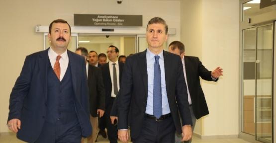 Müsteşar Gümüş, Isparta Şehir Hastanesi'ni inceledi
