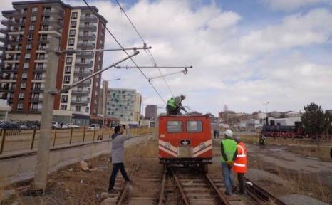 Okul Bahçesine Minyatür Hızlı Tren Sistemi Kurdular!