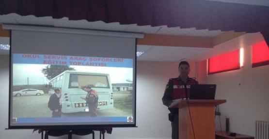 Okul servis şoförlerine trafik eğitimi verildi