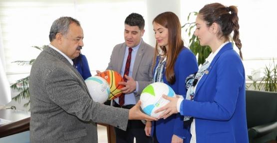 """""""Okullara 15 bin top dağıtılıyor"""" kampanyası"""