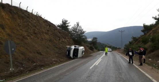 Osmaneli'de minibüs devrildi, 4 yaralı