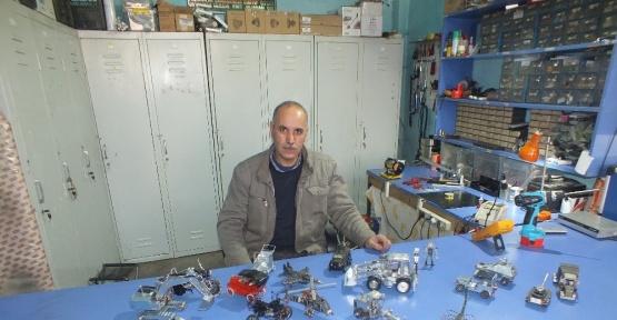 (özel haber) Malazgirt'te hurda televizyon parçalarıyla maket oyuncaklar üretiyor
