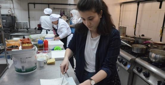 (özel haber) Marka haline getirdiği işletmenin mutfağında artık anne kız olarak rol alacaklar
