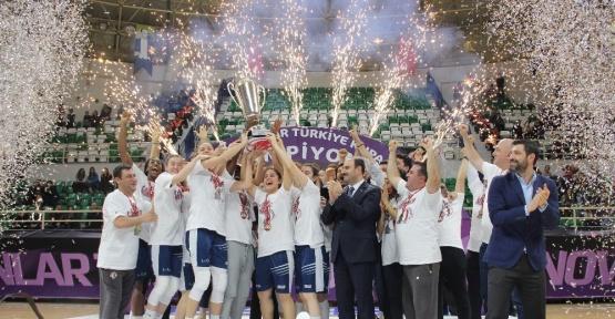 PTT Kadınlar Türkiye Kupası Yakın Doğu Üniversitesi'nin
