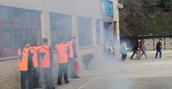 Rize'de ilköğretim okulunda yangın tatbikatı düzenlendi