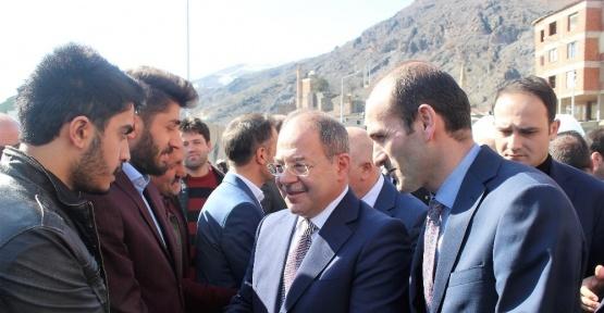 Sağlık Bakanı Recep Akdağ, İspir'de coşkuyla karşılandı