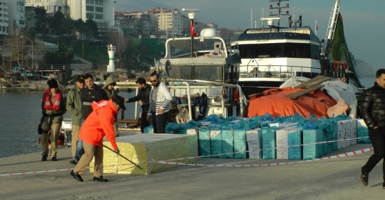 Sahil Güvenlik'ten 81 bin paket kaçak sigara operasyonu
