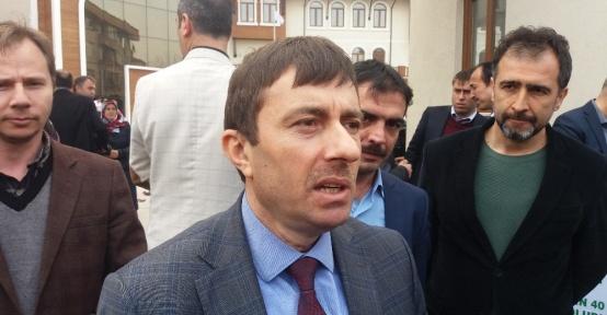 Sakarya'da okul müdürü öğrenci velisi tarafından darp edildi