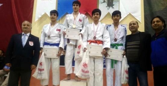 Salihlili judocular Karaman'dan mutlu döndü