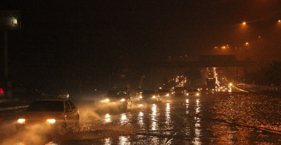 Şanlıurfa'da yağmur sonrası ev ve iş yerlerini su bastı
