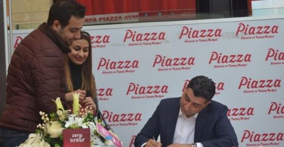 Şanlıurfalı Yazar Niyazi Kocadağ'dan Piazza'da imza günü