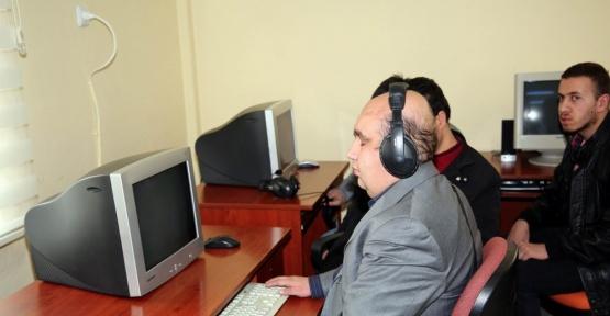 Sivas'ta görme engelliler bilgisayar kullanmayı öğrenecek